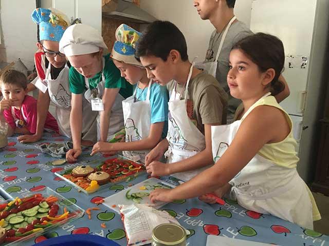 campamento-cocina-montejucar-11